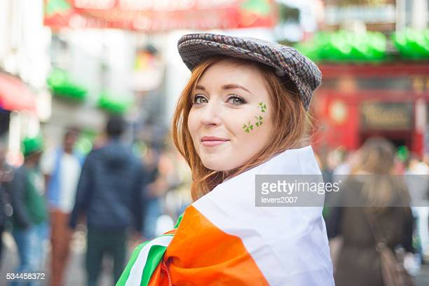 beautiful irish girl on st. patricks day, dublin, ireland. - republic of ireland stock pictures, royalty-free photos & images