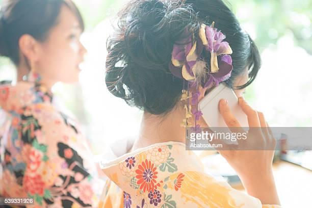 美しい日本女性の着物の電話、京都,日本
