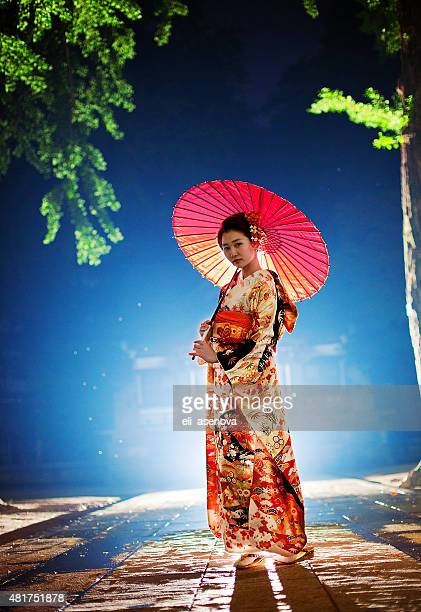 beautiful japanese woman with kimono in tokyo, japan - kimono stock pictures, royalty-free photos & images