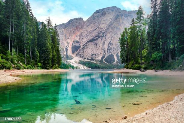 beautiful lago di braies, italy - lago foto e immagini stock