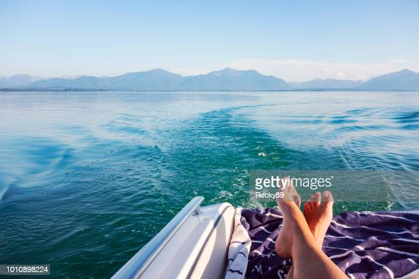 beau lac de chiemsee chiemgau, bavière, allemagne - poupe photos et images de collection