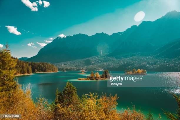 beautiful lake eibsee in garmisch-partenkirchen, germany - türkis stock-fotos und bilder