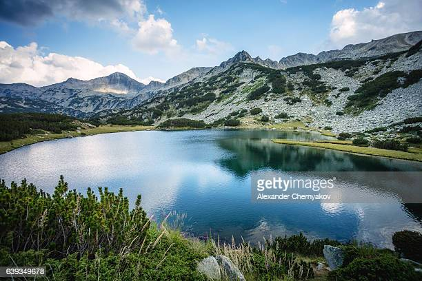 beautiful lake in mountains - pirin mountains stock pictures, royalty-free photos & images
