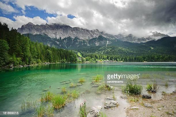 Wunderschöner Blick auf den See, Eibsee und Zugspitze