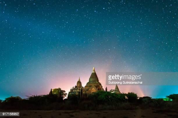 beautiful landscape night view of star above shwesandaw pagoda in bagan , myanmar - バガン ストックフォトと画像