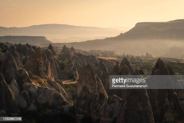 beautiful landscape of cappadocia plateau in a morning sunrise, central anatolia in summer season, turkey - turquie photos et images de collection