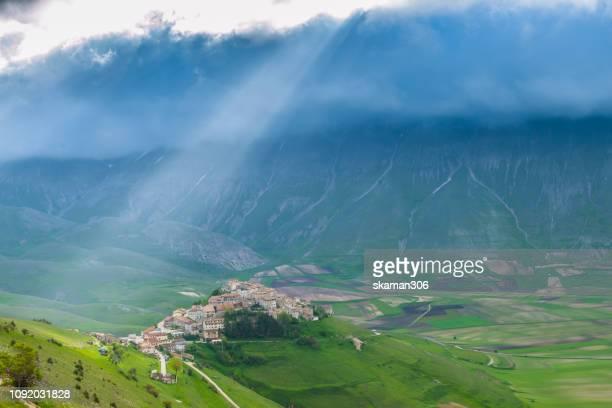 beautiful landscape of  castelluccio (norcia) monti sibillini national park  umbria italy - カステッルッチョ ストックフォトと画像