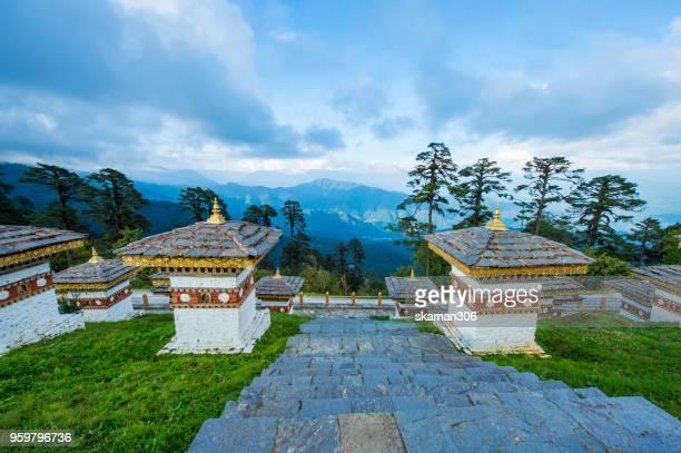 beautiful landscape of dochula 108 stupa at dochula pass bhutan - dochula pass stock-fotos und bilder