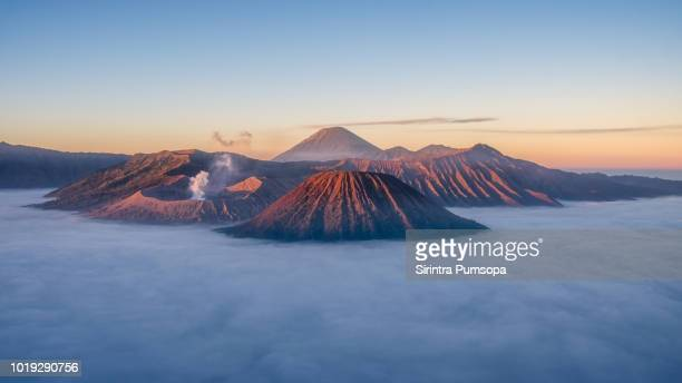 beautiful landscape of mount bromo during sunrise in bromo tengger semeru national park, east java, indonesia - java indonesia fotografías e imágenes de stock