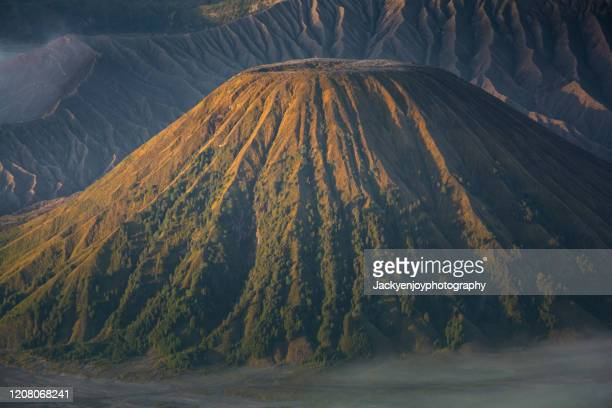beautiful landscape of mount bromo during sunrise in bromo tengger semeru national park, east java, indonesia - bromo crater stock pictures, royalty-free photos & images