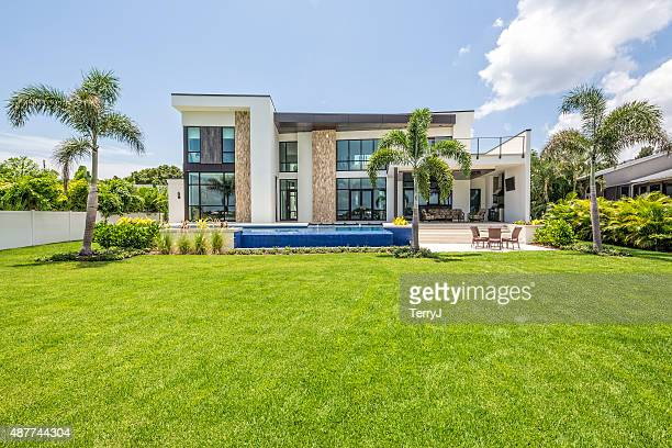 beautiful landscaped modern home with swimming pool and sitting area - house stock pictures, royalty-free photos & images