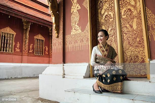 Wunderschöne Laos Frau in traditioneller Kleidung
