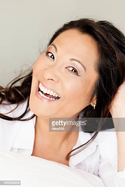 美しい笑う 50 歳の女性
