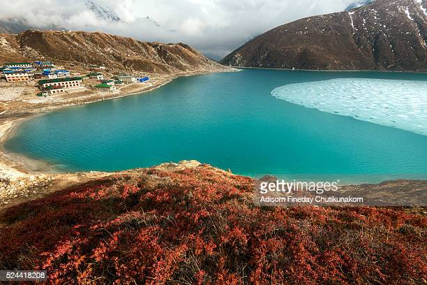 beautiful light at gokyo lake and village from gokyo ri - gokyo ri ストックフォトと画像