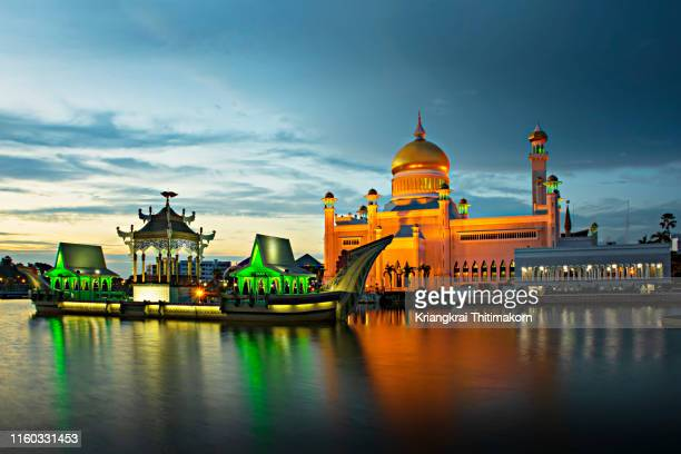beautiful lighted omar ali saifuddien mosque, brunei. - bandar seri begawan stock photos and pictures