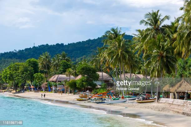 beautiful lombok beach, indonesia - lombok fotografías e imágenes de stock