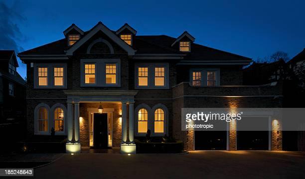 Wunderschöne Villa in der Abenddämmerung