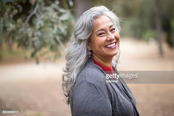 beautiful mexican woman with white hair - questão da mulher imagens e fotografias de stock