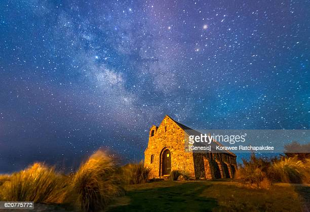 a beautiful milky way at the landmark of lake tekapo - new zealand stockfoto's en -beelden