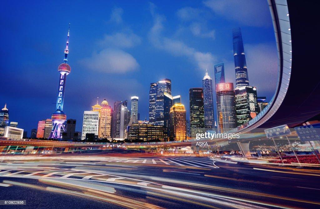 Schone Moderne Bilder ~ Schöne moderne stadtbild bei nacht in shanghai china stock foto