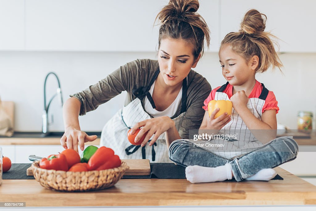 Beautiful mother and daughter in the kitchen : ストックフォト