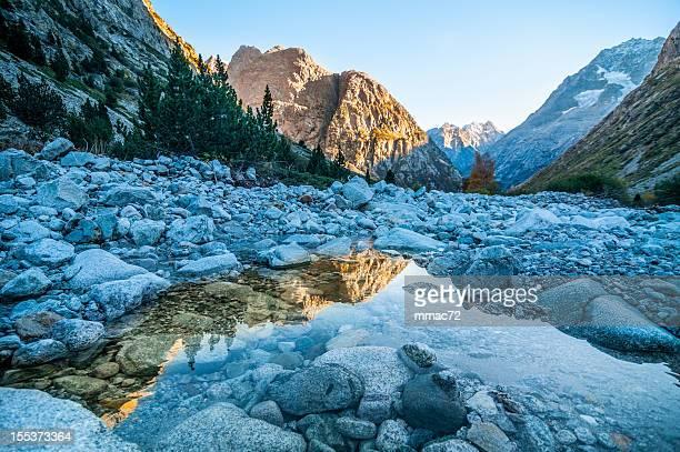 hdr 美しい山の風景 - イゼール県 ストックフォトと画像