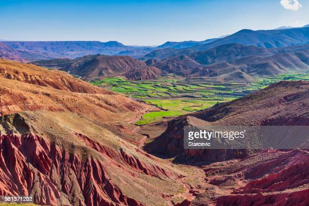 prachtige berglandschap - marokko stockfoto's en -beelden