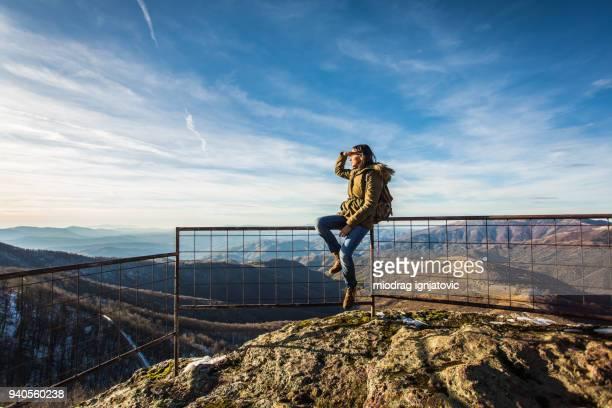 schönen berggipfel - entfernt stock-fotos und bilder