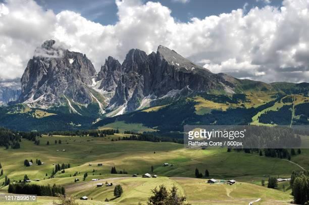 beautiful mountain valley - raffaele corte foto e immagini stock