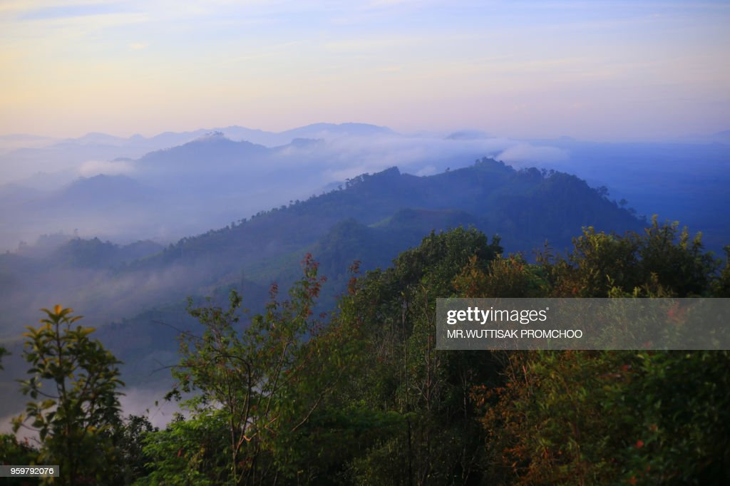 Beautiful mountains and fog landscape. : Stock-Foto