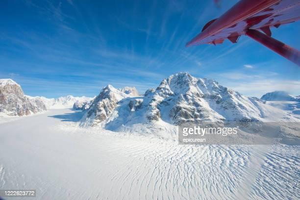 hermosas montañas y glaciares en alaska - paisajes de alaska fotografías e imágenes de stock