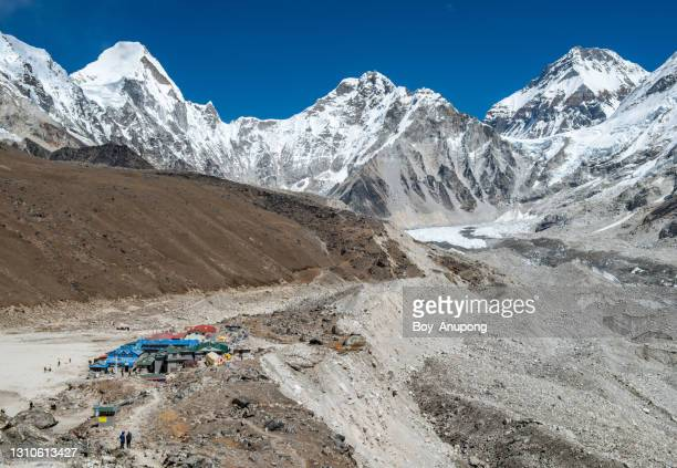 beautiful mountains with gorakshep (5,164 m) village the last stop and last village before trekking to everest base camp in sagarmatha national park, nepal. - national border stock pictures, royalty-free photos & images