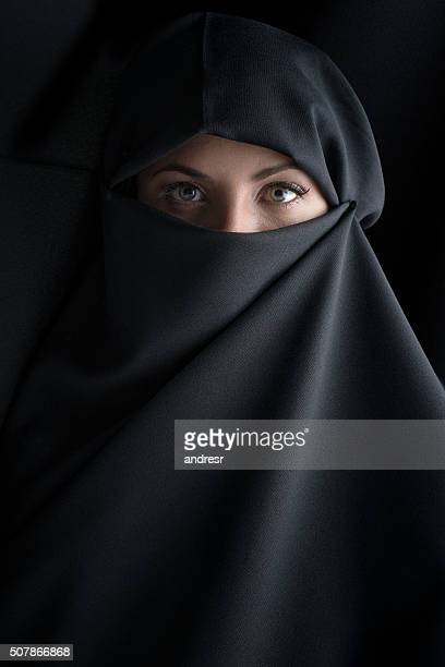 beautiful muslim woman wearing the hijab - burka fotografías e imágenes de stock