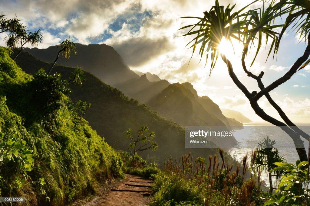 Beautiful Na Pali coast sunset from the Kalalau Trail on Kauai's north shore : Stock Photo