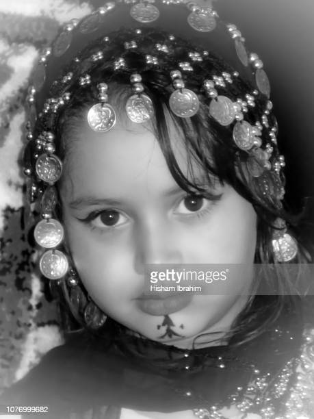 beautiful native moroccan 'amazigh' 6 years old girl in traditional clothing. - native african girls - fotografias e filmes do acervo