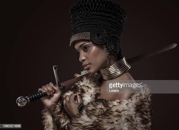 mooie nefertiti vrouw - koningin koninklijk persoon stockfoto's en -beelden