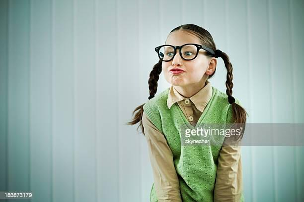 Wunderschöne Uncool Mädchen pouting Ihre Lippen.