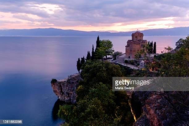beautiful north macedonia (church of st. john kaneo and the ohrid lake at sunset) - macedonië land stockfoto's en -beelden