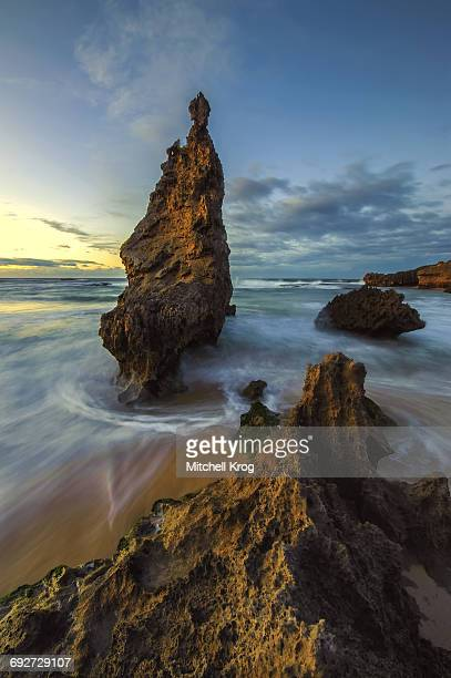 beautiful ocean landscape with rocks at sunrise, kenton-on-sea, eastern cape province, south africa - eastern cape stock pictures, royalty-free photos & images