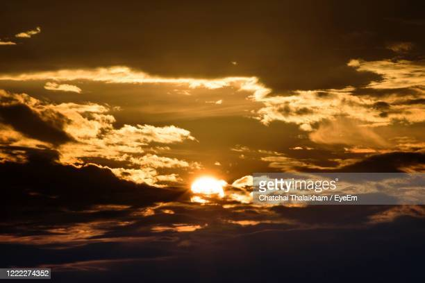 beautiful of clouds in sky during sunset - chatchai thalaikham stock pictures, royalty-free photos & images