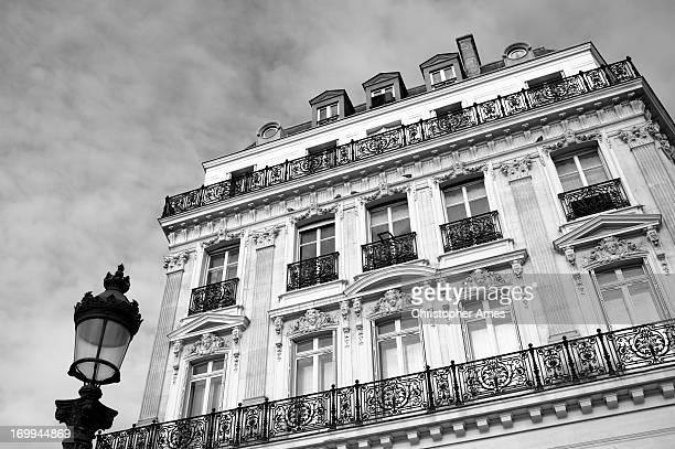 magnifique ancien édifice d'orléans, à paris en france - paris noir et blanc photos et images de collection