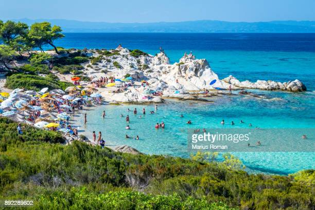 beautiful orange beach on the east coast of sithonia peninsula, halkidiki, aegean sea, greece. - peninsula de grecia fotografías e imágenes de stock