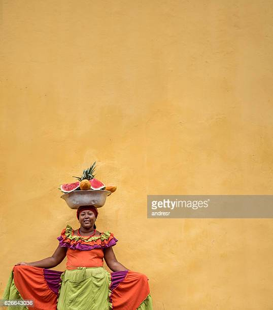 beautiful palenquera in cartagena - cartagena colombia foto e immagini stock