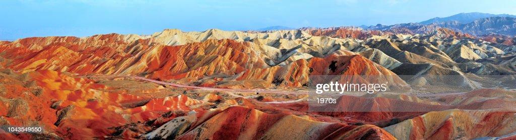 danxia 張掖国家地質公園、甘粛省、中国での美しいパノラマ風景です。 : ストックフォト