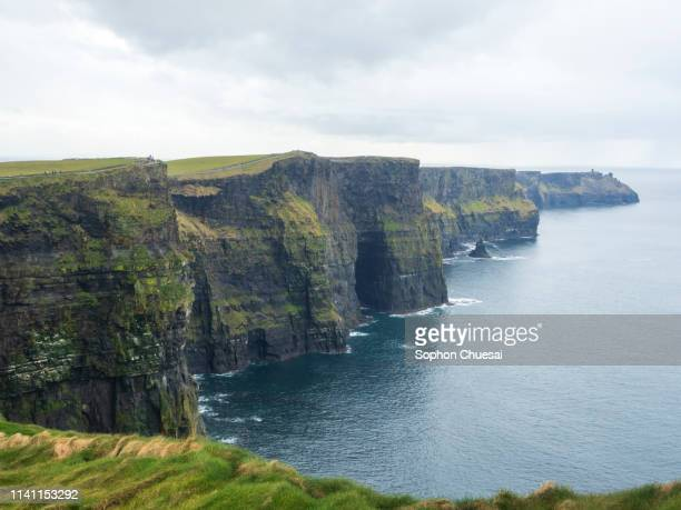 beautiful picture of cliffs of moher - irlande photos et images de collection