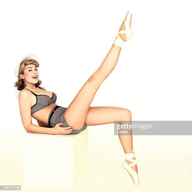 belle pin up dans un maillot de bain - pin up vintage photos et images de collection