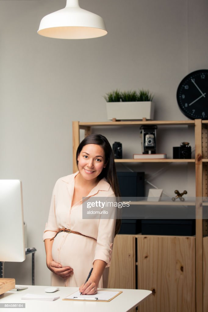 https://media.gettyimages.com/photos/beautiful-pregnant-woman-working-in-home-office-picture-id864586164