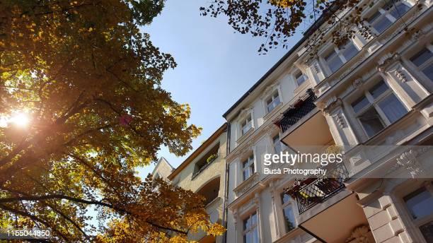 beautiful pre-war residential buildings in the district of kreuzberg, berlin, germany - altbau fassade stock-fotos und bilder