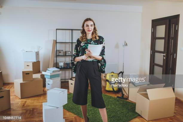 beautiful real estate agent hosting a open house - condition stock pictures, royalty-free photos & images