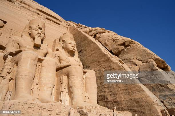 beautiful ruins seated statues of ramesses ii at the great temple of abu simbel. - tomb of ramses iii stock pictures, royalty-free photos & images